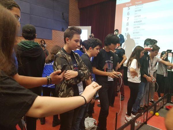 VEX Robotics Turnuvasında Öğrencimizin Takımı Yarı Finale Kadar Yükseldi