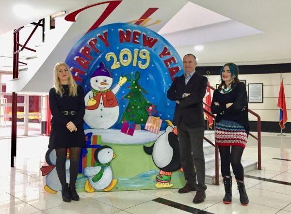 Yeni Yıl ve Kış Temalı Resim Sergisi Okul Lobisinde