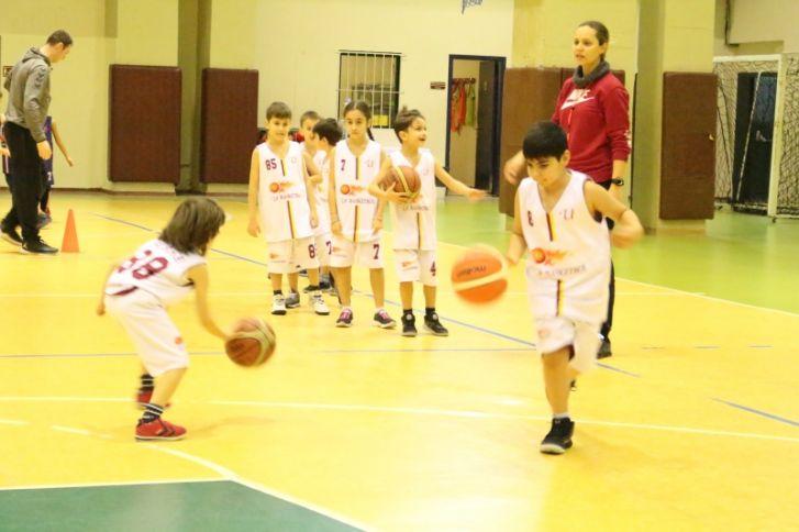 Uğurlu Minikler Basketbol Karşılaşmasında