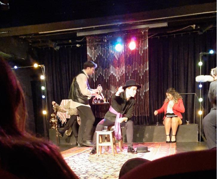 Öğrencimiz Doğa Karakaş'ın Tiyatro Teras'ta sahnelenen ''Yanlışlıklar Komedyası'' adlı oyununu izledik.