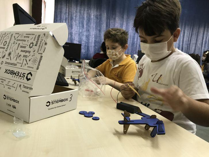 Uğurlu Öğrenciler E-STEM Dersinde Uçak Tasarladı